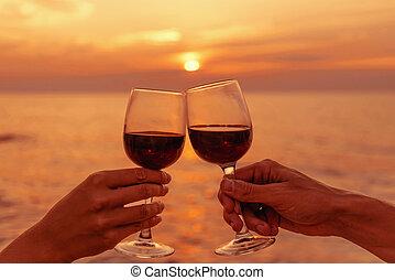 couple, sunset., mer, tintant lunettes, vin