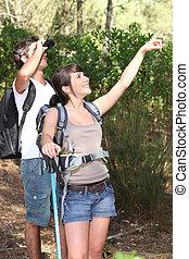 couple, sur, a, montagne, randonnée