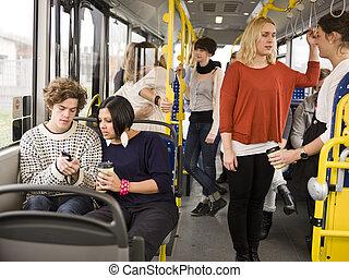 couple, sur, les, autobus