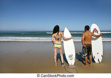 couple, surfer
