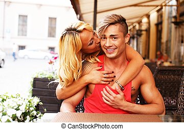 couple, table, jeune, été, heureux, café, derrière, élégant
