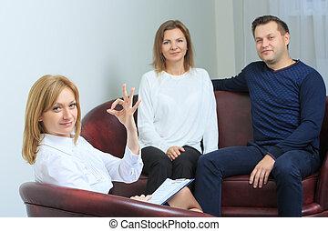 couple, tenu, psychologue, séance, thérapie, heureux