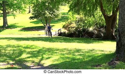 couple, tour vélo, aller, heureux