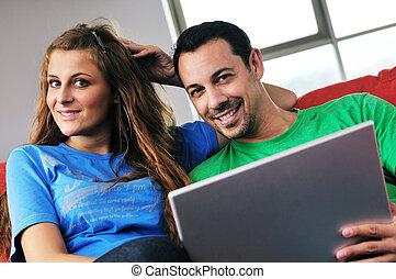 couple, travail, amusez-vous, maison, ordinateur portable, heureux