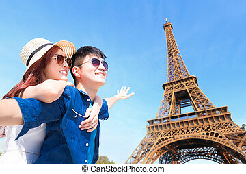 couple travel to paris