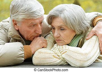 couple, triste, personne agee