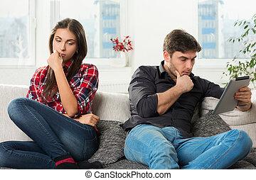 couple, type, jeune, tablette, conflit