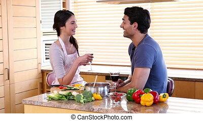 couple, vin, boire, sourire, lunettes