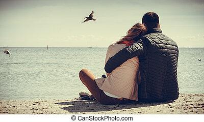 couple, vue, plage, arrière, séance