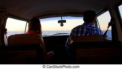 couple, vue, roadtrip, fourgon, arrière, conduite, 4k