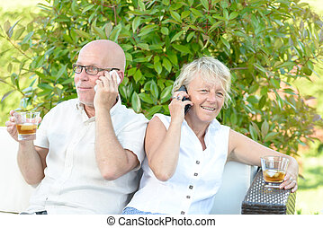 couple with their phones
