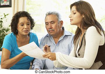 couples aînés, à, conseiller financier, chez soi