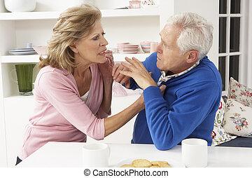 couples aînés, avoir, argument, chez soi