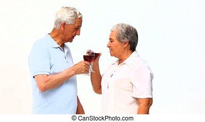 couples aînés, boire, vin rouge