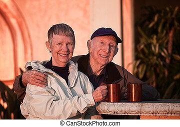 couples aînés, dehors