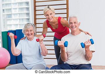 couples aînés, entraîneur, femme, heureux
