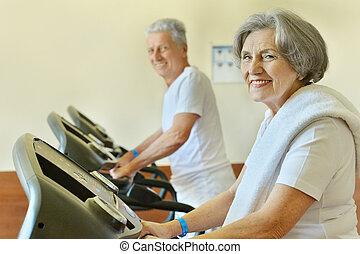 couples aînés, gymnase