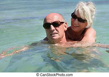 couples aînés, mer