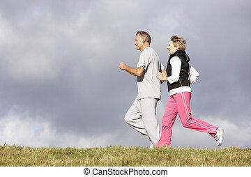 couples aînés, parc, jogging