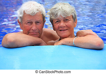 couples aînés, pool., natation