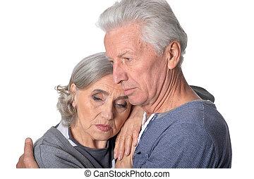 couples aînés, songeur