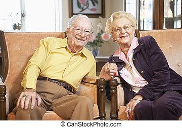 couples aînés, tenant mains