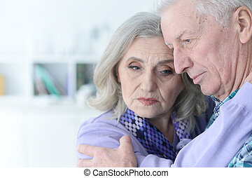 couples aînés, triste