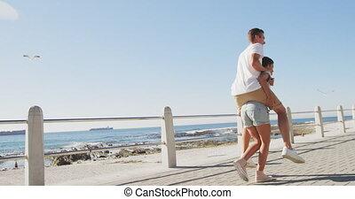 couples adulte, avoir, bord mer, amusement, jeune