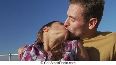 couples adulte, bord mer, délassant, jeune