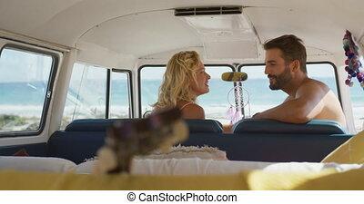 couples adulte, séance, 4k, campeur, jeune, fourgon