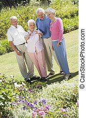 couples, anziano, giardino fiore, due