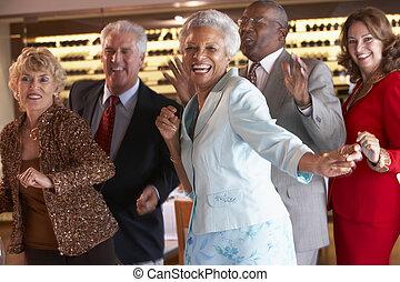 couples, boîte nuit, ensemble, danse
