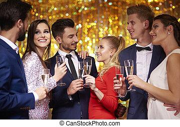 couples, célébrer, trois, fête