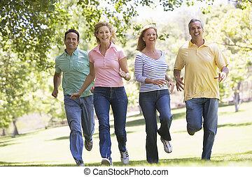 couples, courant, dehors, sourire, deux