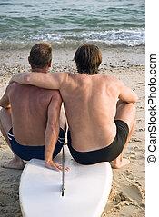 couples gais, sur, plage.