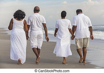 couples, heureux, américain, hommes, femmes, personne agee, africaine, plage
