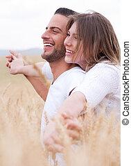 couples heureux sourire, jeune