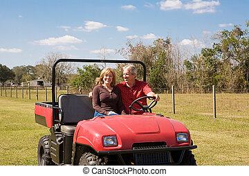 couples mûrs, -, amusement, ferme