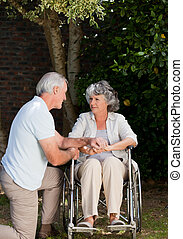 couples mûrs, jardin