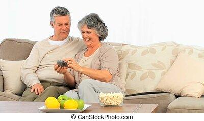 couples mûrs, leur, regarder, came