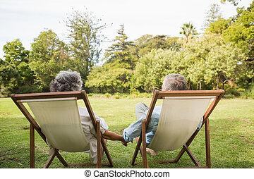couples mûrs, parc, heureux, séance