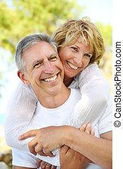 couples mûrs, sourire