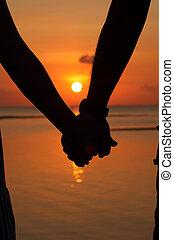 couples, silhouettes, coucher soleil, mains