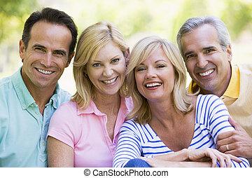 couples, sorridente, due, fuori