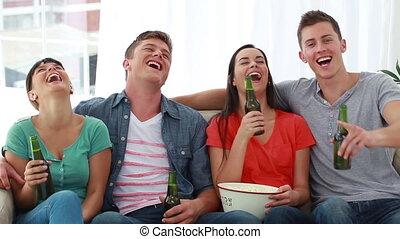 couples, télévision regardant, deux, ensemble
