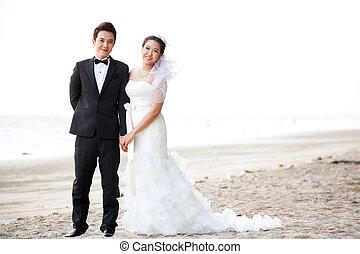 Couples wedding at beach