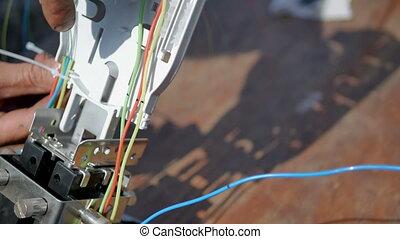Coupling fiber optic cable