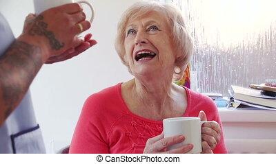coupure, thé, caregiver, maison