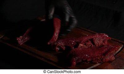 coupures, cru, couteau, grand, chef cuistot, planche, sombre, viande, bois