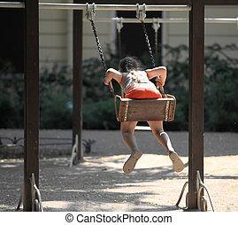 cour de récréation, petite fille, balançoire
